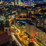 Über den Dächern von Berlin - Berliner Straße bei Nacht
