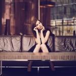 Shooting in einer Hotellobby mit Model Anna