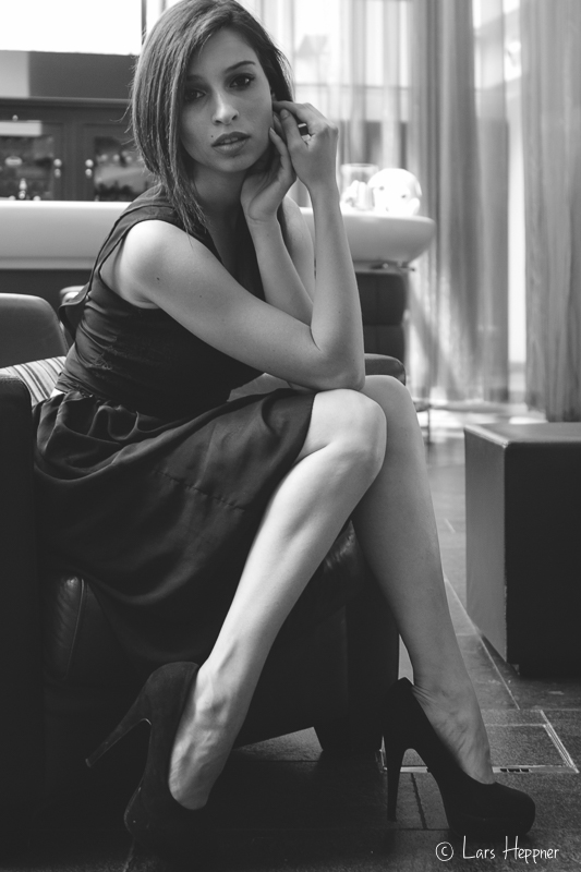 Shooting in einer Hotellobby in Köln mit Model Anna