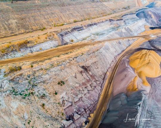 Braunkohle Tagebau Garzweiler – <br/>Farben, Linien und Strukturen der Erde