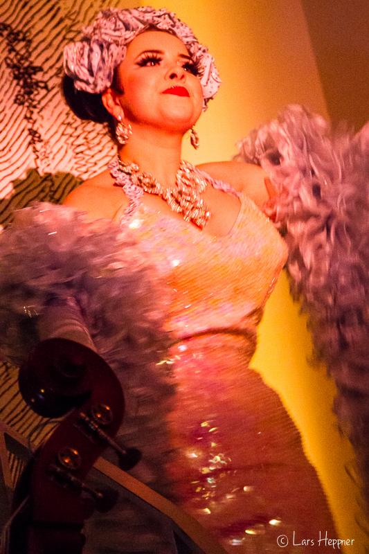 Burlesque Tänzerin im Duane Park