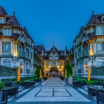 Eingang des Hotel Normandy Barriere in Deauville