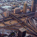 Straßenkreuzung in Dubai
