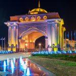 Der Eingang des Hotels Emirate Palace, das als das luxuriöseste Hotel der Welt gilt.