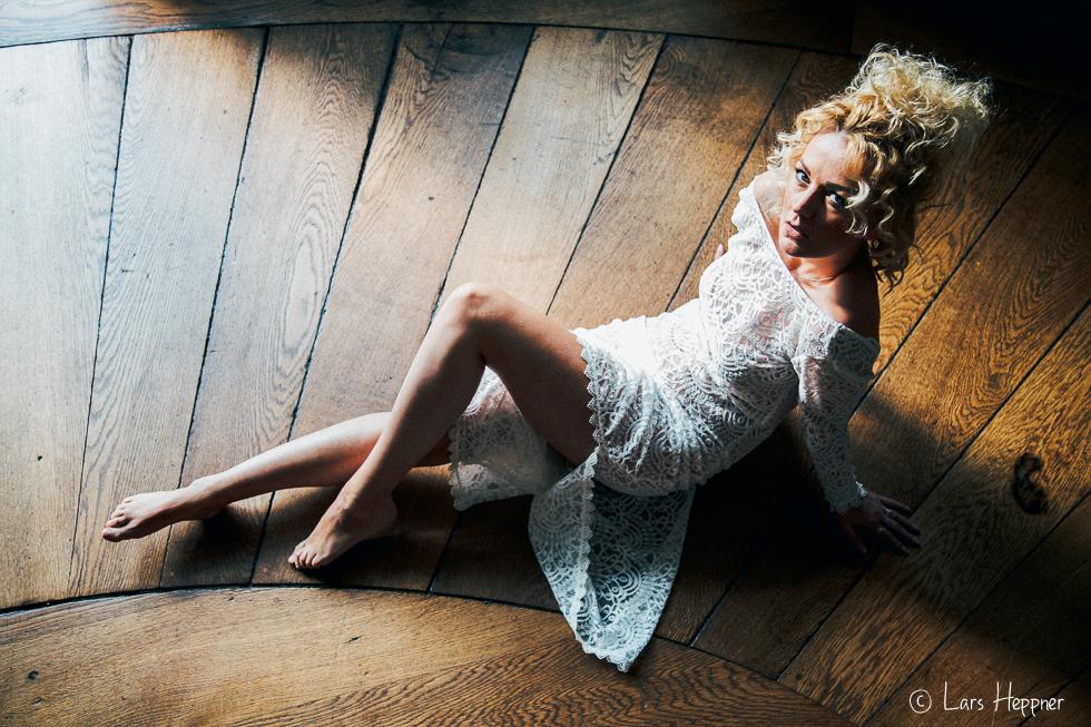 Portrait mit Available Light auf dem Fußboden