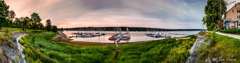 Ein Yachthafen am Möhnesee als 180 Grad Panoramafoto