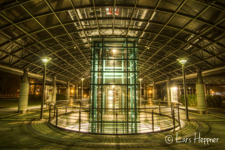 U-Bahn Station an der Dortmunder Westfalenhalle in HDR