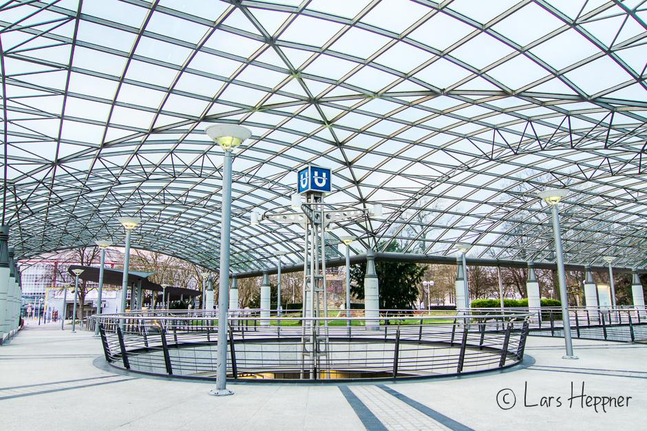 U-Bahn Station an der Dortmunder Westfalenhalle in HDR bei Tag