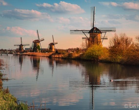 Holländische Mühlen am Kanal von Kinderdijk