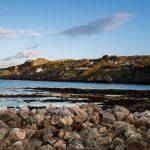 Goldenes Licht an der Felsenküste von Howth