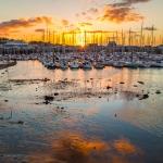 Howth - Gespiegelte Wolken im Fischerhafen