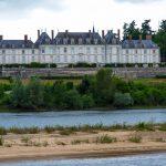 Die Loire mit einem alten Herrenhaus