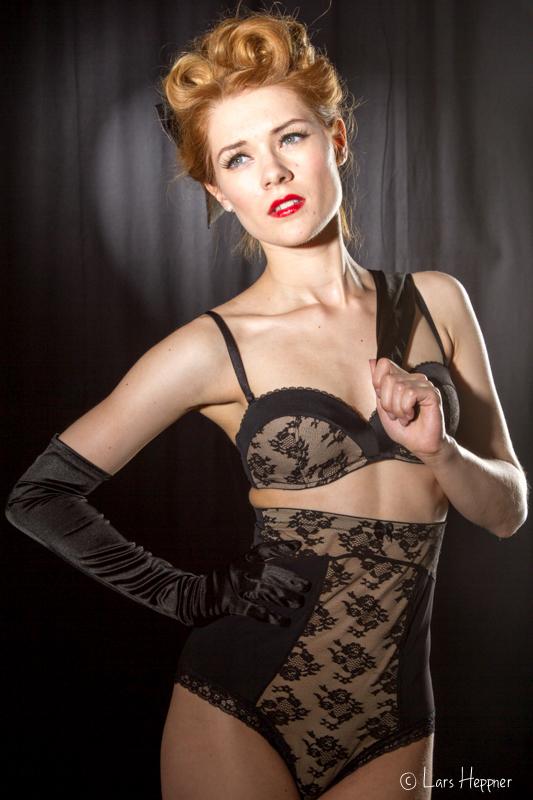 Burlesque-Fotoworkshop: Shooting mit Amethysta-Vollmondzauber