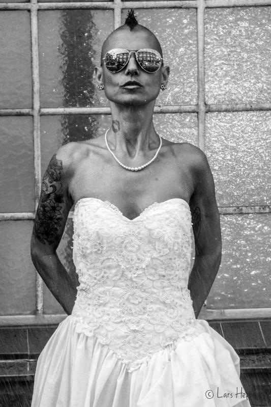 Punkt-Braut im Regen