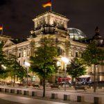 Reichstagsgebäude bei Nacht