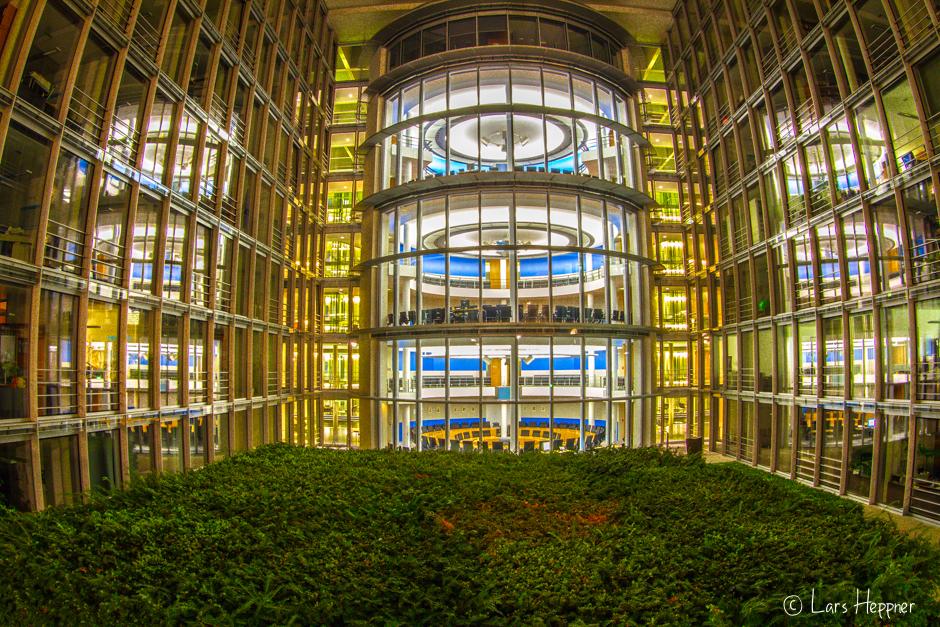 Lichtspiegelung beim Forum am Kanzleramt