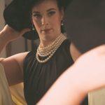 Audrey Hepburn am Spiegel