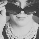 Audrey Hepburn Portrait mit Sonnenbrille