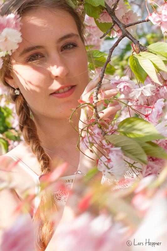 Passend zur Frühlingszeit gab es ein Kirschblüten-Shooting mit Model Sara