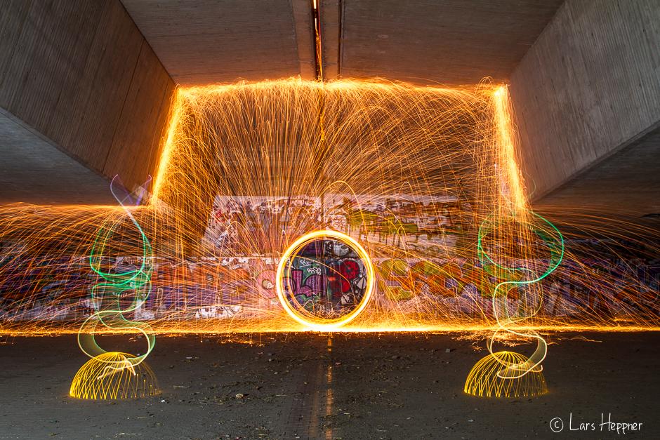 "Lightpainting: Feuerkreisel ""under the bridge"""