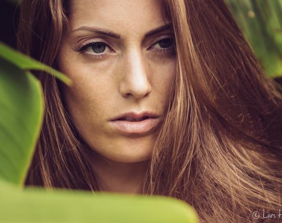 Ein kurzer Stop mit dem Model Lise im Palmengarten beim Fotowalk in Münster