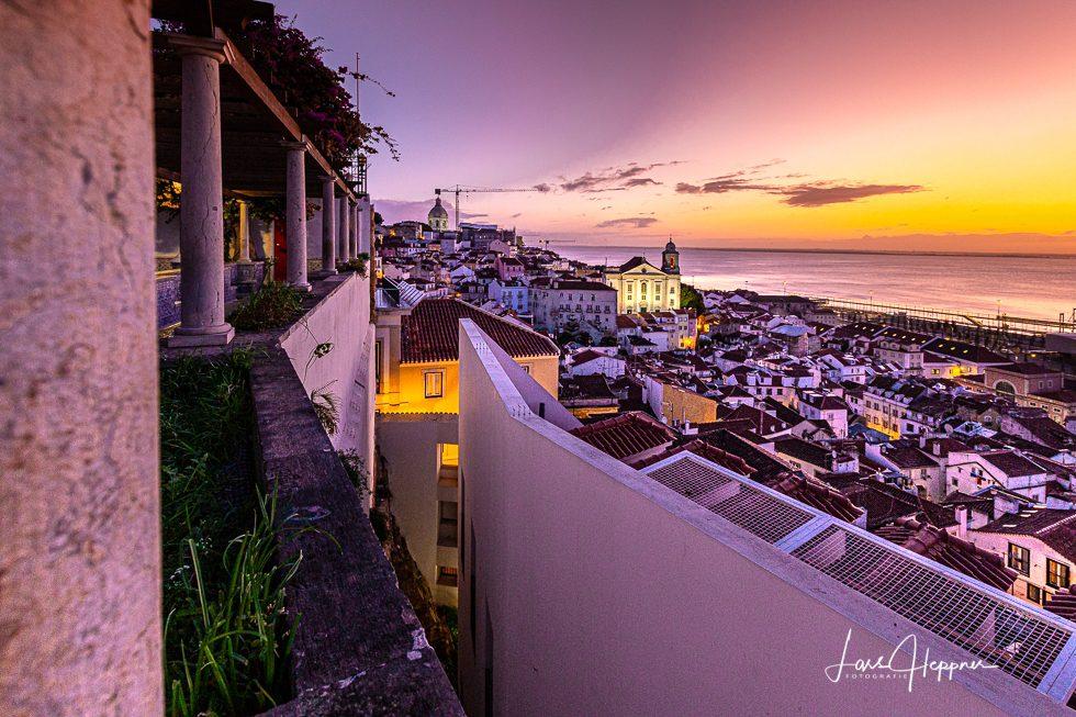Sonnenaufgang in Lissabon Altstadt (Alfama)