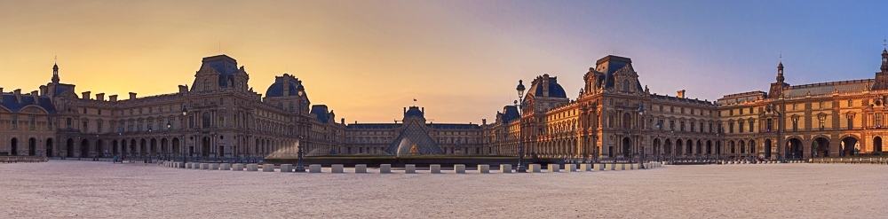 Sonnenaufgang am Louvre in Paris - HDR Panoramafoto