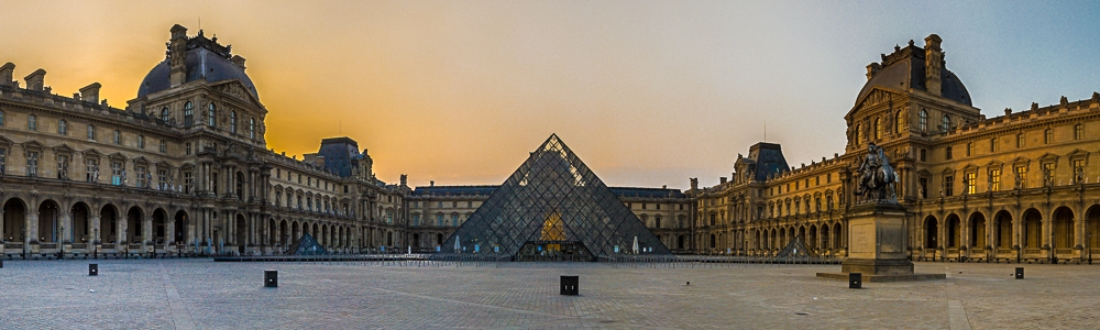 HDR Panorama der Glaspyramide am Louvre