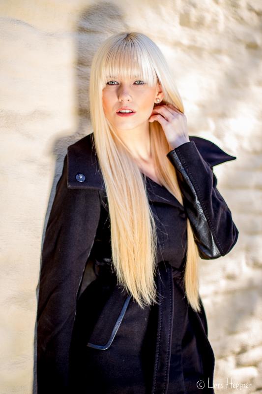 Portrait von Model Miriam Buc. mit Schattenspiel