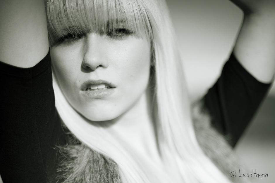 Schwarz-Weiß Portrait Miriam Buc.