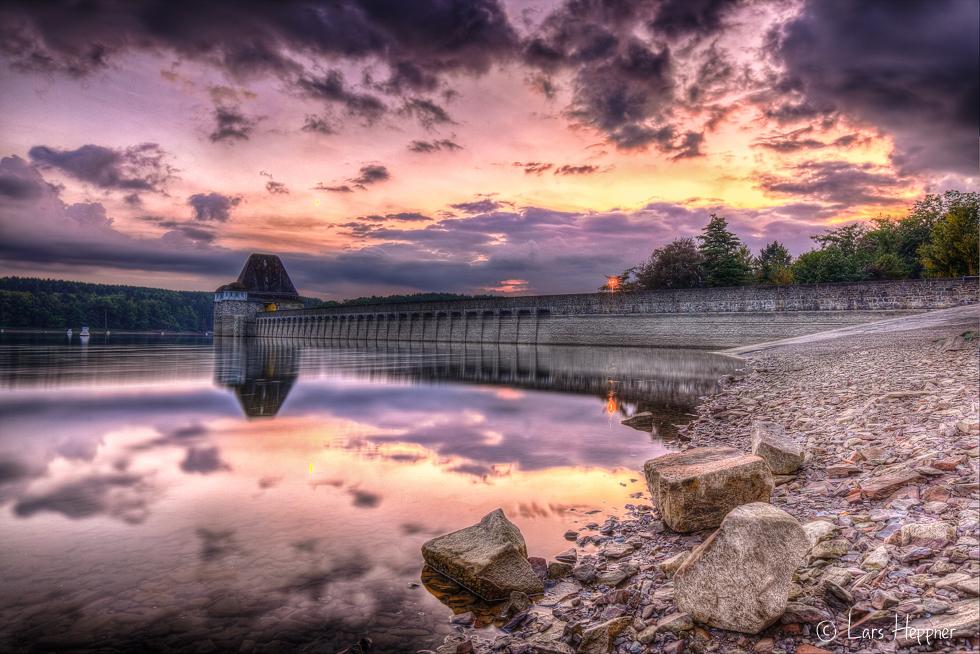 Sonnenuntergang an der Talsperre des Möhnesees