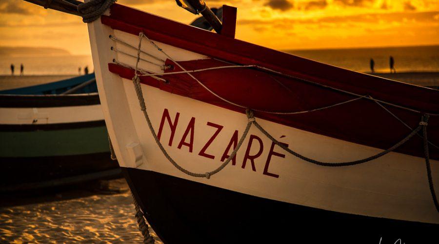 Boote am Stadtstrand von Nazaré