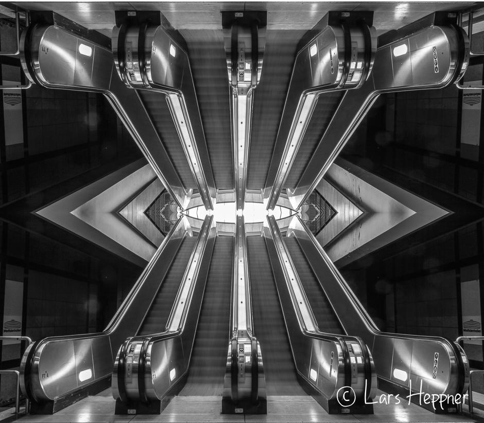 Rolltreppen, Geometrie oder Zukunftsmusik ? (Schwarz-Weiß)
