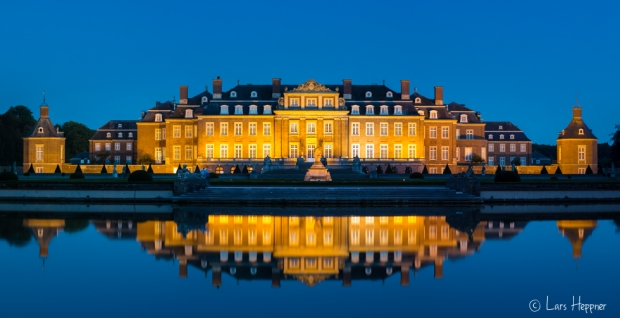 Panorama: Spiegelung Schloss Nordkirchen zur blauen Stunde