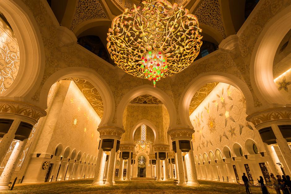 Innenansicht der Sheikh Zayid Moschee in Abu Dhabi