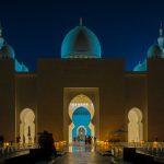 Die Sheikh Zayid Moschee in Abu Dhabi zur blauen Stunde