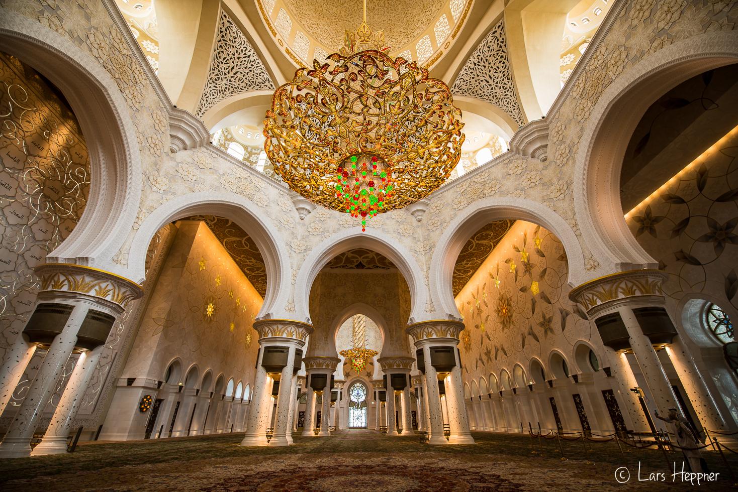 besuch in der sheikh zayid moschee ein foto reisebericht. Black Bedroom Furniture Sets. Home Design Ideas