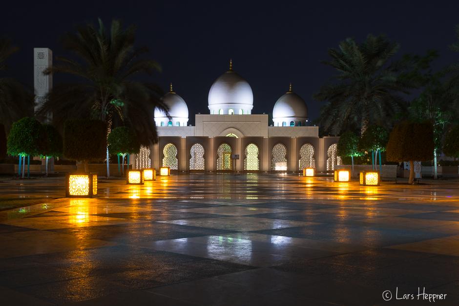 Moschee neben der Sheikh Zayid Moschee in Abu Dhabi