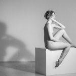 Sitzendes Akt-Modell