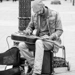 Musiker im Platz Hôtel de Ville in Paris