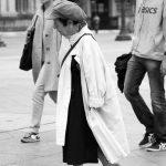 Alter Dame am Platz Hôtel de Ville in Paris