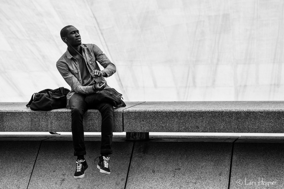 Let the music play - People Photography in La Defense (Paris)
