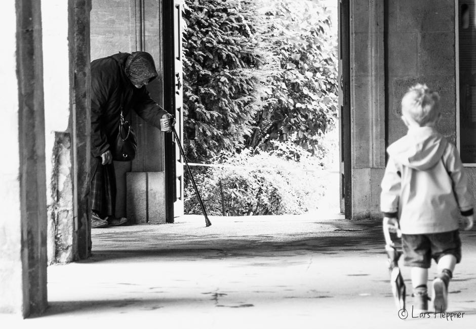 Die Bettlerin und das Kind - Place des Vosges