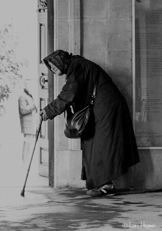 Die Bettlerin am Place des Vosges