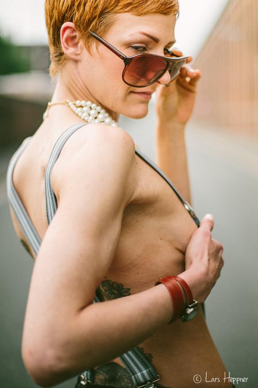 Street Sytle: Verdeckter Teilakt beim Shooting mit Tanja