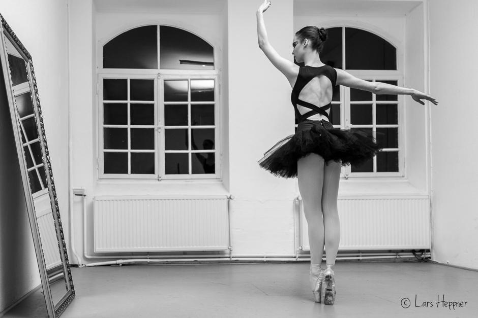 Balletttänzerin Tiffany beim Black Swan Ballett Shooting